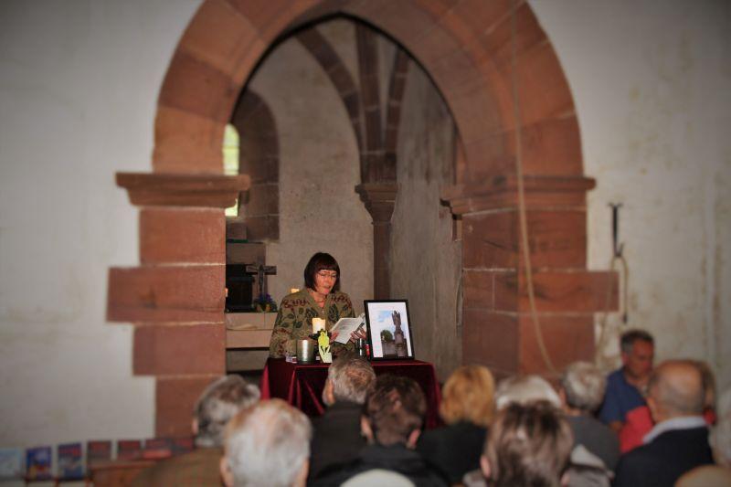Lilo Beil 2015 in der Nikolauskapelle